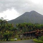 Der Vulkan Arenal vor den Regenwolken