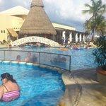 piscina junto al bar Tequila