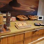 オテル ヴェール・・・朝食レストラン 熱々のフランスパンは格別!