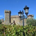 Castello di Amorosa visto do estacionamento.