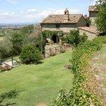 Casa Fontelunga, central level garden