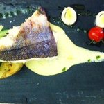 Pavé de merlu de ligne (pêche locale)- crème poireaux-arachide & son écrasé de pommes de terre