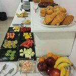 Desayuno bien surtido.