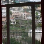la porte fenêtre de la chambre
