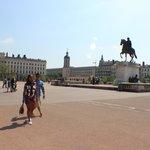 Praça Bellecour, imensa!