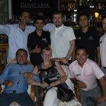 le groupe très sympas de serveurs et barman