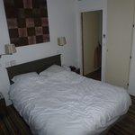 Le lit de la chambre 405
