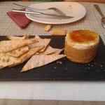 milhoja d foie con manzana caramelizada y queso de cabra