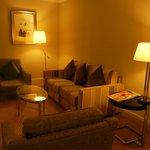 Comfortable/modern Living Room