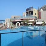 Mirador pool and bar