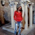 Колонны в музее -ёкспозиция