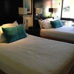 Bedrooms (2 queens)