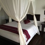 Schlafzimmer mit Mückennetz