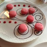 Melt in your mouth raspberry macaroons