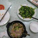 羊の砂鍋と野菜の炒め物