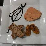 Fois gras al Moscato, con pane integrale ai cereali e riduzione e polpa di frutto della passione