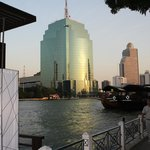 Hotelgelände Flusseite mit Bootanleger