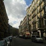 Straße mit Hostel