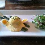 Crab cake, hollandaise sauce, asparagus and quail's egg