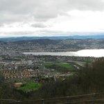 Vue panoramique sur la ville et le lac de Zürich