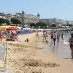 Пляж вдоль набережной