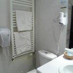 Salle de bains avec sechoir serviettes