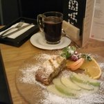 Mulled wine and apple strudel