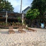 Вид с пляжа на ресторан