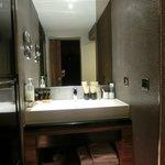 宽敞的浴室