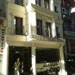 Photo de Golden Rain Hotel