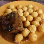 Lomos com molho de pimenta e batatas