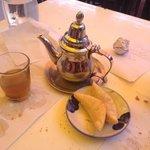 Thé et corne de gazelle du menu tajine à 45 Dh