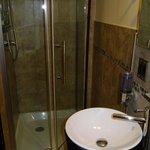 Badezimmer ebenfalls sehr sauber und mit allem was gebraucht wird