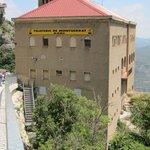 Edificio de llegada, en lo alto del monte