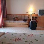 Habitación con sofá