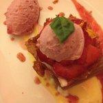 Dessert, aardbeien en rabarber