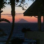 Uitzicht op de Stromboli vanuit ons appartement
