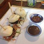 Increíbles hamburguesas de cerdo a baja temperatura y pera marinada con salsa hoising!