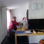 Mesa muy comoda en la habitacion