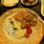Egg white omelette, turkey ham and potatoes