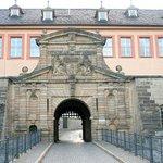Дом коменданта у входа в крепость