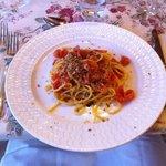 Spaghetti alla chitarra con alici e pomodorini freschi