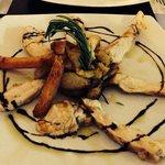 Tagliata di pollo con riduzione di balsamico e patate al forno.