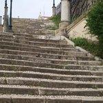 de trappen naar het museum