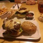 Hamburguesas con ternera de Nebraska, emmental y otros ingredientes