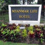 Myanmar Life Hotel(看板)