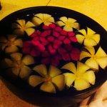 Des fleurs de tiare très odorantes   partout .