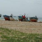 une marche de 15mn et voilà le spectacle (les pêcheurs à coté du vieux fort de Hammamet)