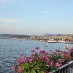 Jato d'água no Lago Léman, em Genebra