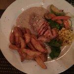 grillad kylcking, klyftpotatis, grillade grönsaker & sepparsås